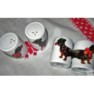 set de deux salerons en porcelaine motifs teckels habilles en tyroliens
